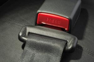 Automaker agrees to equip all vehicles with rear seatbelts
